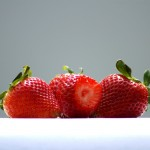 草莓甜瓜一起种 致富更轻松